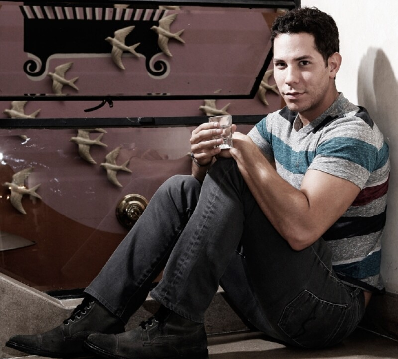 Christian Chávez desde las escaleras del Bonito, caballito en mano