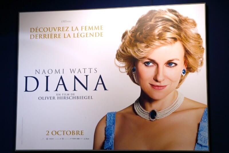 Varios especialistas, según el diario El País han mencionado que la película es un trabajo superficial y no ofrece datos nuevos de la vida de Lady Di.
