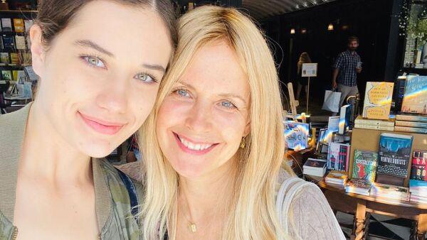Ella Travolta y su madre, Kelly Preston