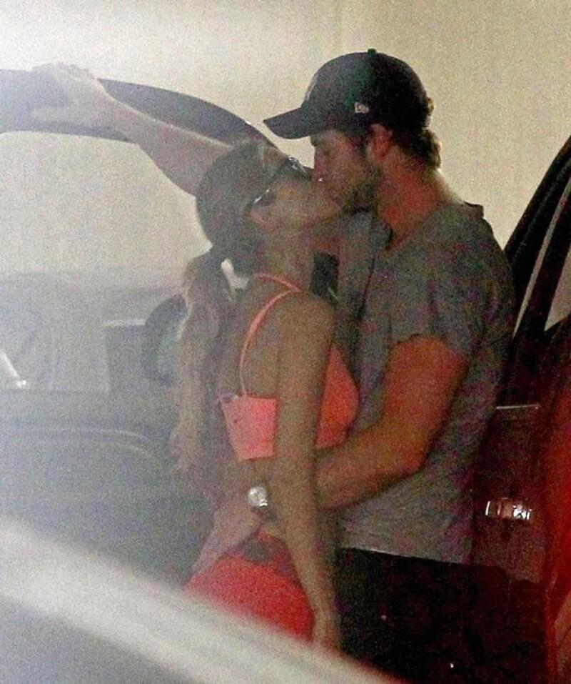 """Luego de su sonado romance con el actor de """"Hunger Games"""", la actriz y cantante reapareció en México para presentar el lanzamiento del DVD de la cinta """"Los Croods""""."""