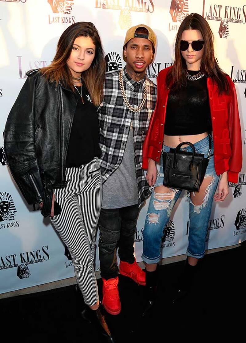 Esta es una de las primeras fotos que se tiene de Kylie y Tyga juntos, aquí aparecen junto a Kendall.
