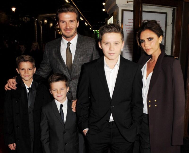 En esta imagen de la familia Beckham, sólo falta la pequeña Harper.