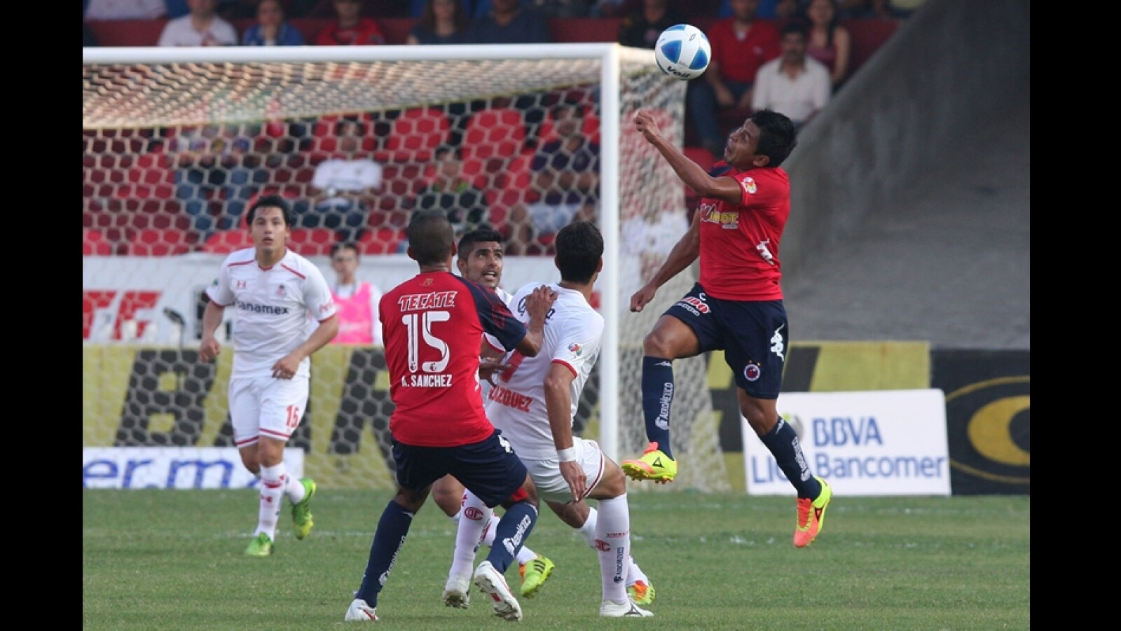 Toluca goleó 3-0 a Veracruz que se hunde en la tabla general