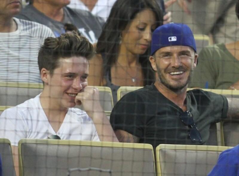 Brooklyn Beckham ya es todo un adolescente y es notoria la empatía que tiene con su papá.