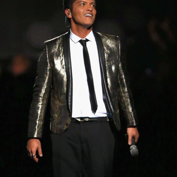 Bruno Mars de 28 años, ocupa el cuarto puesto en el ranking con 60 millones de dólares en su cuenta bancaria.