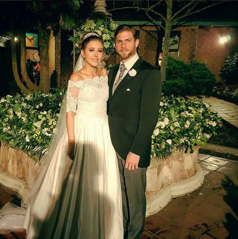 """La telenovela """"Un camino hacia el destino"""" llegó a su final y para agradecer el cariño de su pareja, el protagonista compartió una foto en la que ambos aparecen vestidos de novios."""
