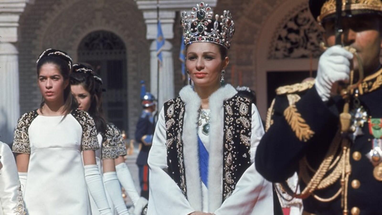 Sha - Farah Diba - coronación