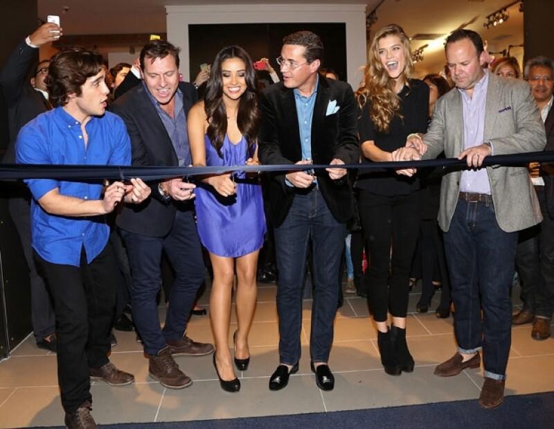 Ayer por la noche, estrellas como Sofía Castro, Danna Paola y Diego Boneta, estuvieron en la apertura de la primera tienda de esta famosa cadena de ropa estadounidense.