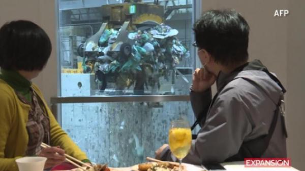 Esta cafetería te da a elegir: ¿vista interior o hacia el basurero?
