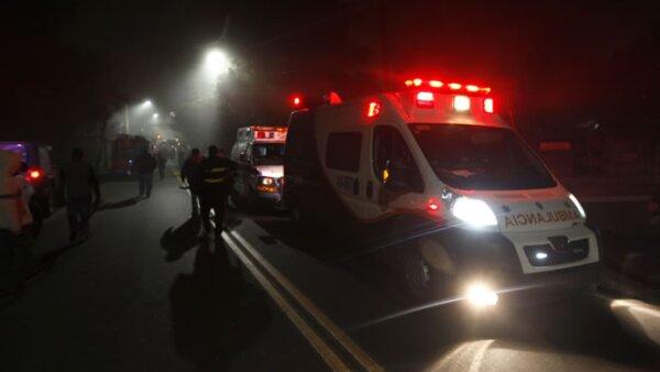 Las ambulancias acudieron al lugar del siniestro, en la primera cerrada de Monte de la Cruces, colonia Mina Vieja.