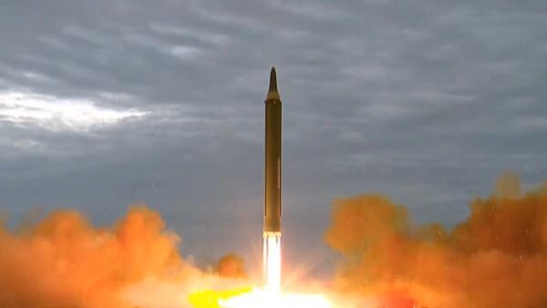 Corea del Norte promete lanzar más misiles sobre Japón y dice que va por Guam