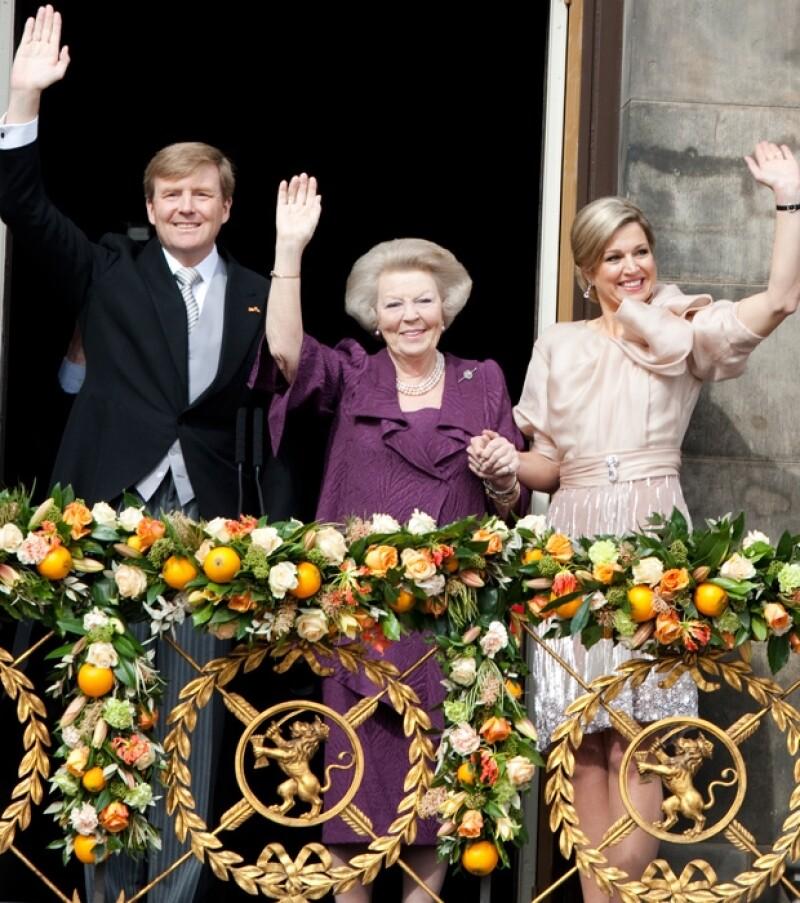 Regia con un pulido diseño en azul, Máxima Zorreguieta acompañó a su esposo Guillermo Alejandro a su investidura con un estilo digno de una Reina.