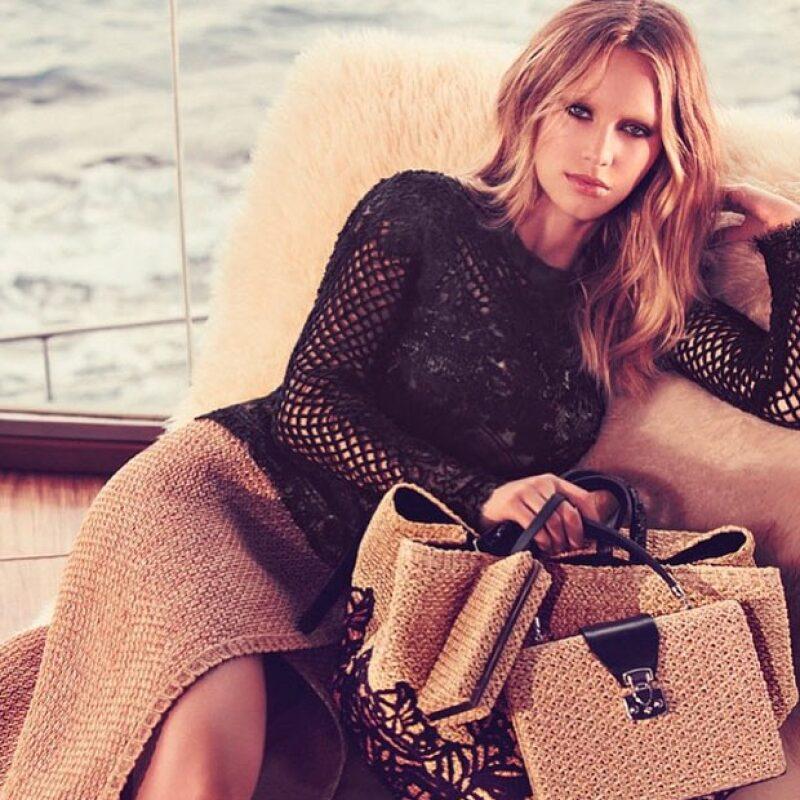 La hija de Sean Penn y Robin Wright ha causado revuelo con su belleza y talento como modelo.