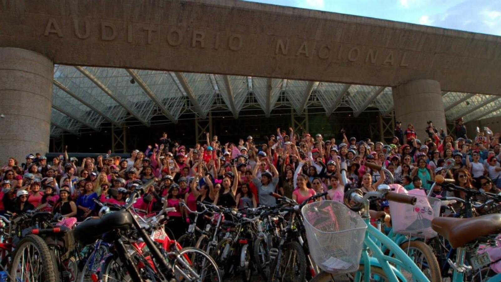 Mujeres bici tacones