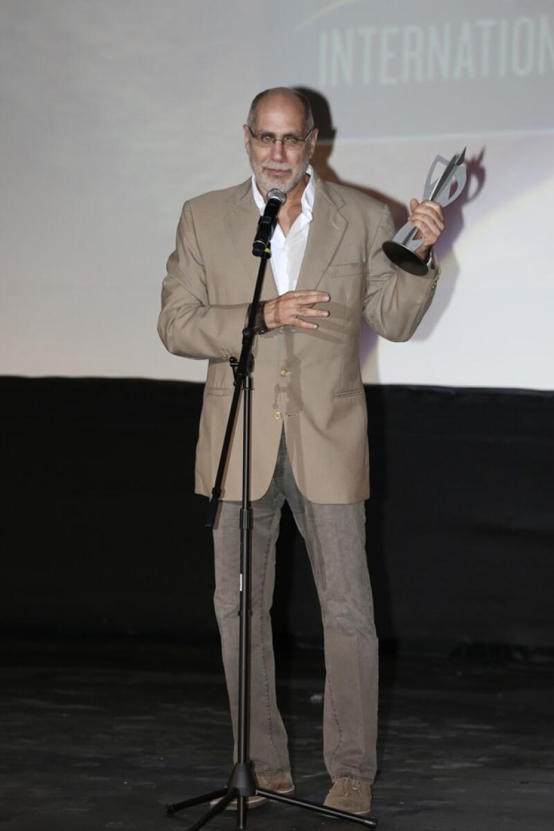 Con tranquilidad y muy buen humor el cineasta mexicano recibió su premio en el tercer día de actividades del festival de cine.