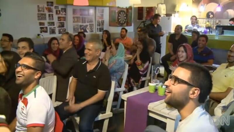 mujeres iraníes viendo un partido de Irán en el mundial