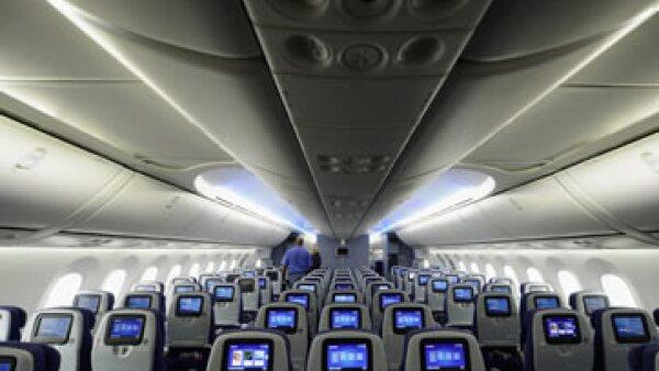 ¿Será el asiento o la pantalla? ¿Cuál es el lugar más sucio de un avión? (Foto: Getty Images)