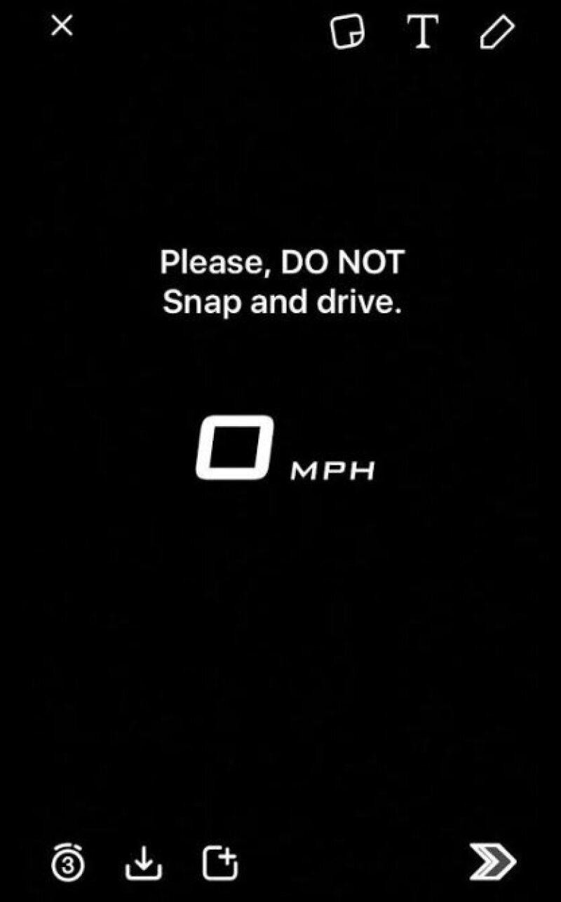 Antes de usar el filtro, Snapchat recomienda no manejar y usar la app al mismo tiempo.