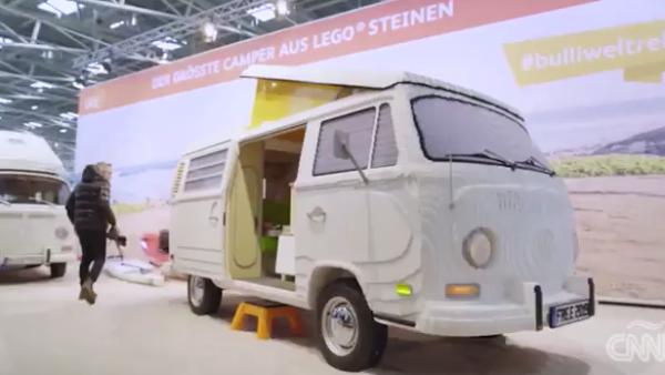 Unas 400,000 piezas de Lego dan forma a esta van Volkswagen