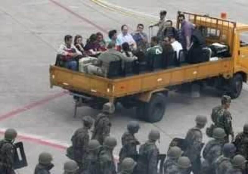El aeropuerto de Tegucigalpa esta lleno de militares. (Foto: Reuters)