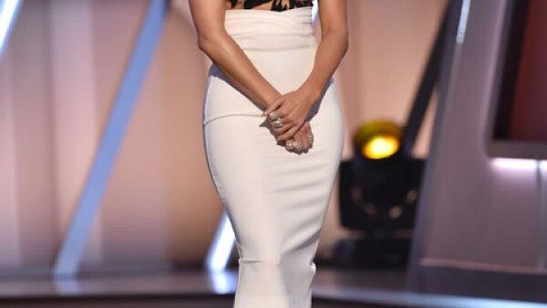 En la entrega de premios JLo dijo mal el nombre de `How To Train your Dragon´. Lo cambió por `Drain Your Dragon´, provocando la risa de los presentes.