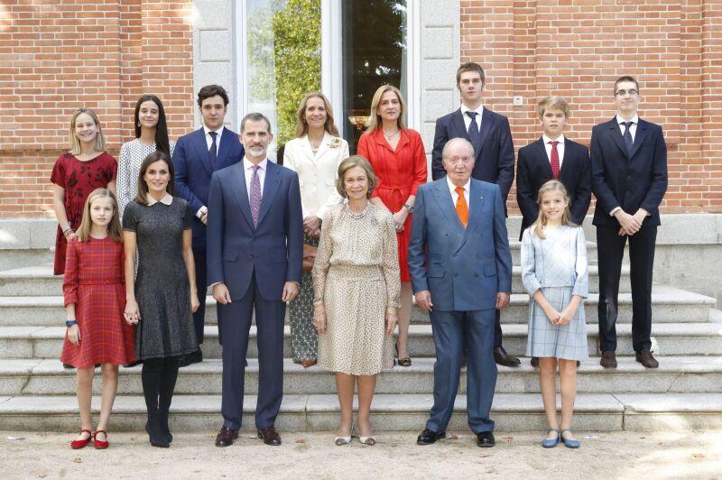 Rey Felipe VI de España, reina Letizia de España, Menchú del Valle, princesa Sofía de España, Paloma Rocasolano, Konstantin de Bulgari, princesa Leonor de España, rey Juan Carlos, reina Sofía y Jesús José Ortiz