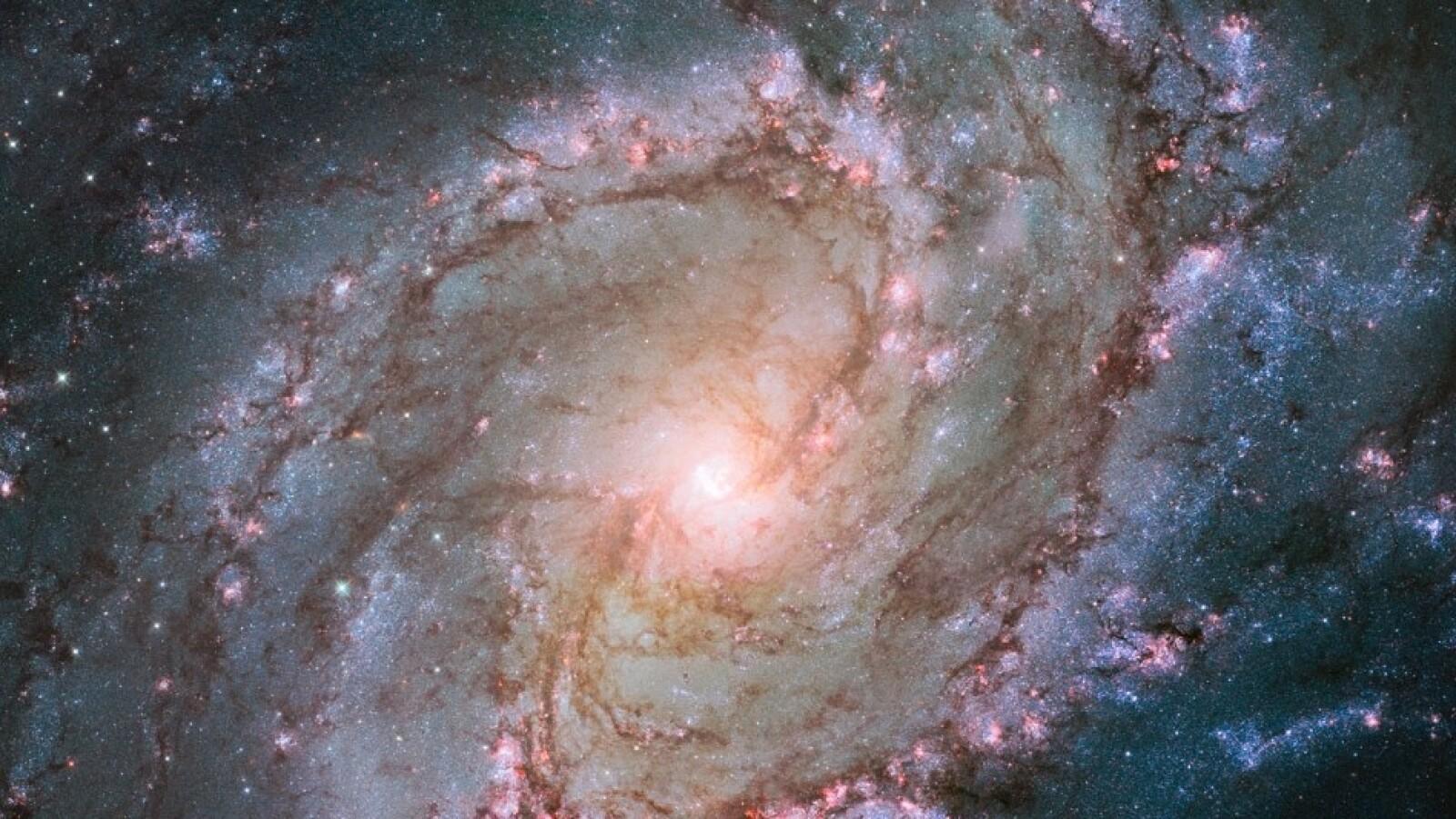 El Telescopio Espacial Hubble capturó esta imagen de la Galaxia Messier 83