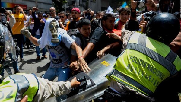 Marcha de la oposición en Venezuela termina en disturbios