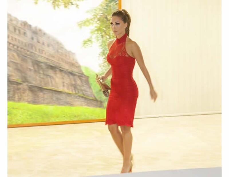La cantante se vistió de rojo para celebrar el grito de Independencia de México junto a su novio el Gobernador Manuel Velasco en Chiapas . Aquí los detalles de su look.