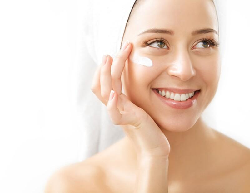 Existen cosméticos con colágeno que ayudan a retrasar el proceso de envejecimiento en nuestra piel.