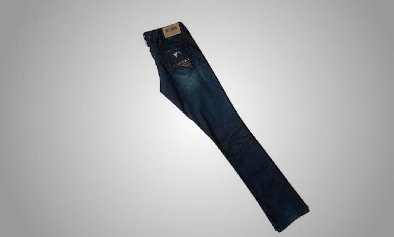 La colección de jeans tiene toques sensuales, gracias a sus ajustes estrechos y colores deslavados.
