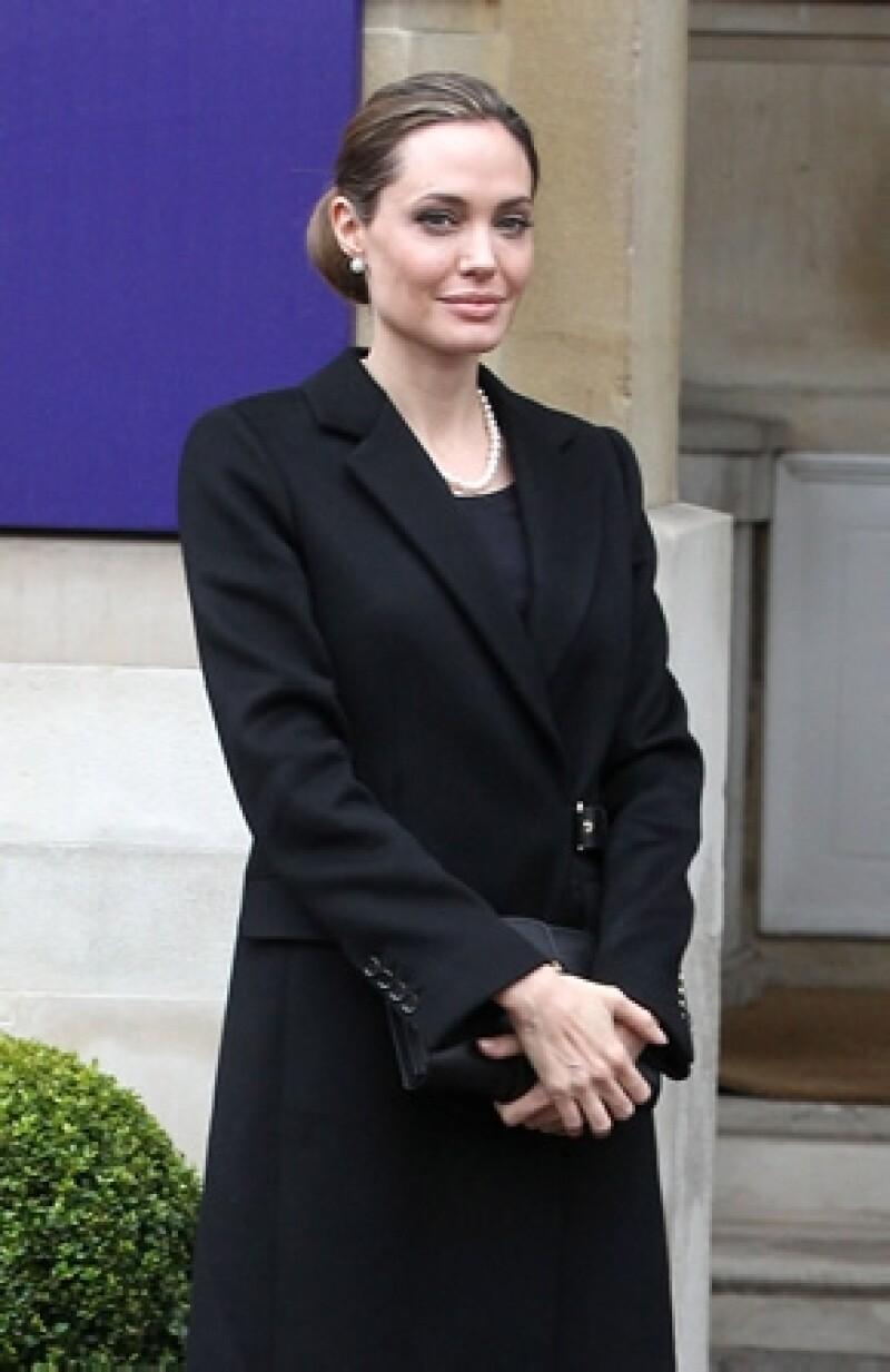 La actriz anunció este martes que se sometió a una doble mastectomía para reducir el riesgo de padecer cáncer de mama. Conoce por qué la decisión de la actriz fue la más correcta.