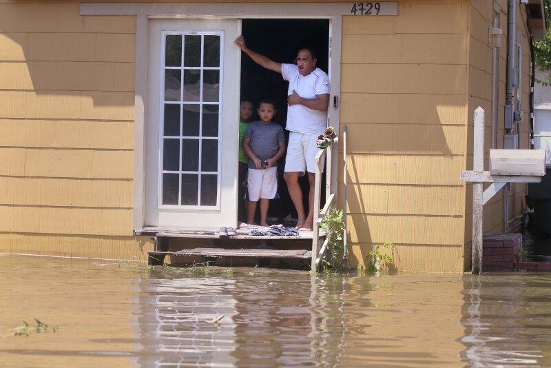 niños lluvias inundaciones