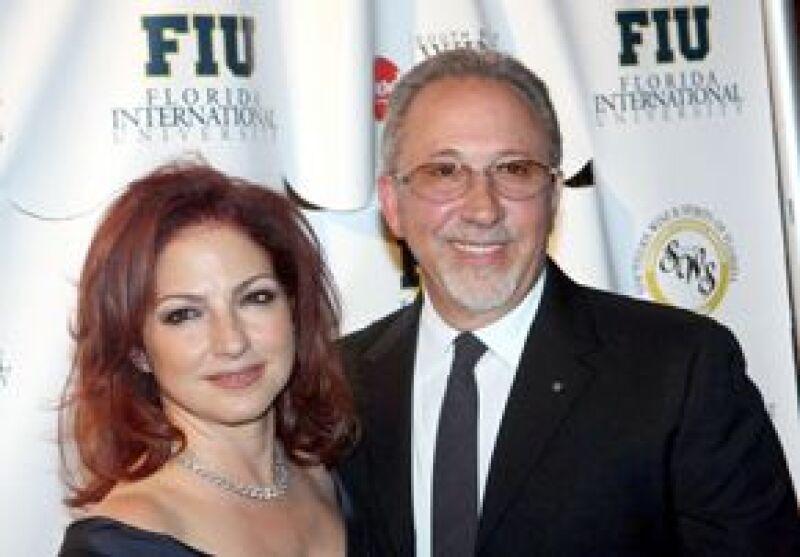 Juan Carlos I y Sofía compartieron la noche del jueves con empresarios y celebridades hispanas como la cantante mexicana, Gloria y Emilio Estefan, para festejar la presencia española en Florida.
