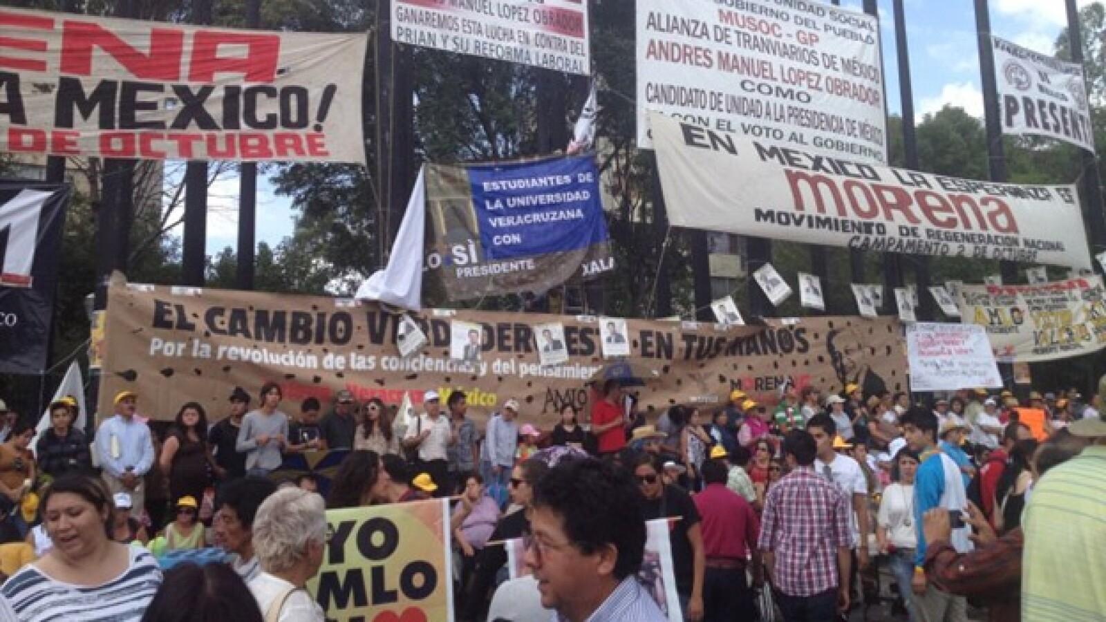 Universitarios esperan a López Obrador en Tlatelolco