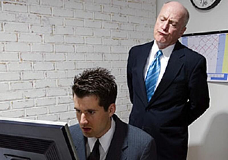 Para delegar no impongas qué hacer da una guía de cómo hacerlo. (Foto: CNNMoney)