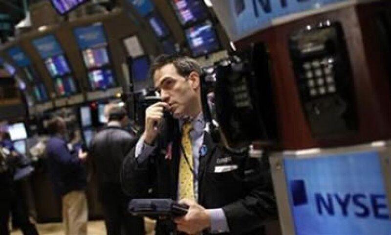 En la semana, el Dow subió 5.4%, el S&P 500 ganó 5.6%, y el Nasdaq sumó 6.2%. (Foto: Reuters)