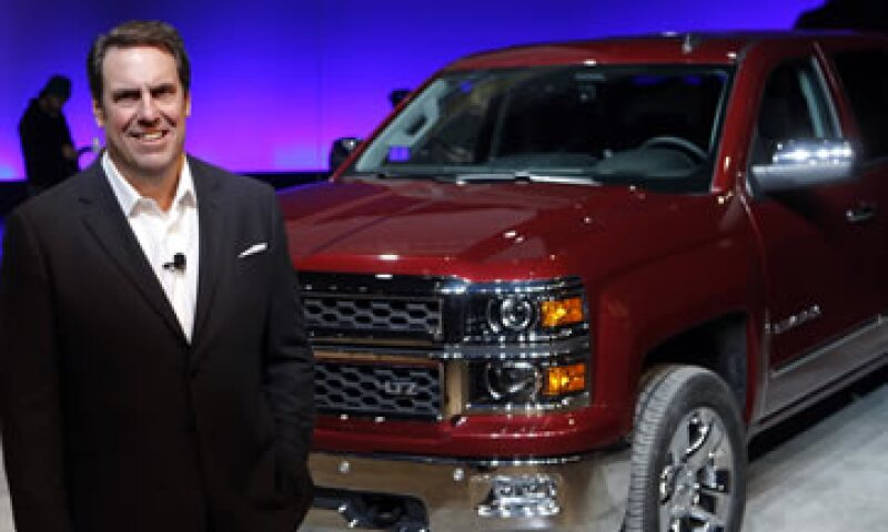 Mark Reuss, presidente de GM Norteamérica, frente a una Silverado 2014. (Foto: Reuters)