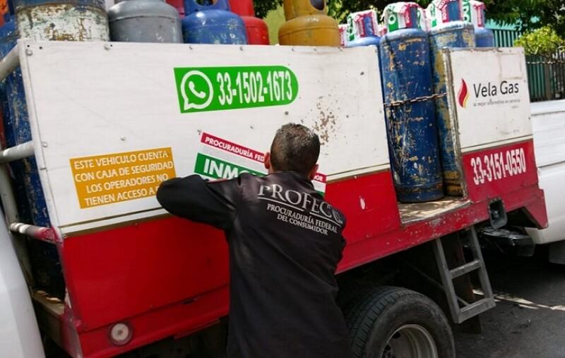 camión de cilindros de gas LP