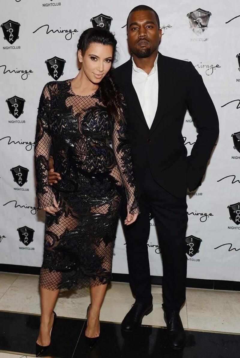 """La pareja acudió a una fiesta especial en la """"Ciudad del Pecado"""", ambos estuvieron muy felices y hasta se dieron un beso apasionado."""