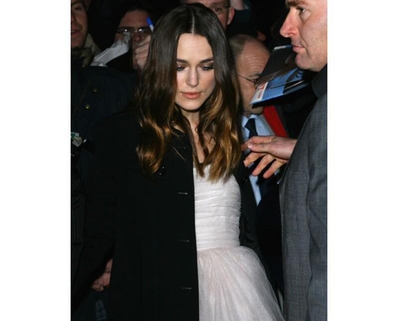 Esta mañana informó un portal de moda que la actriz ya había sido vista con un vestido muy similar en una pre fiesta de los premios BAFTA en 2008.