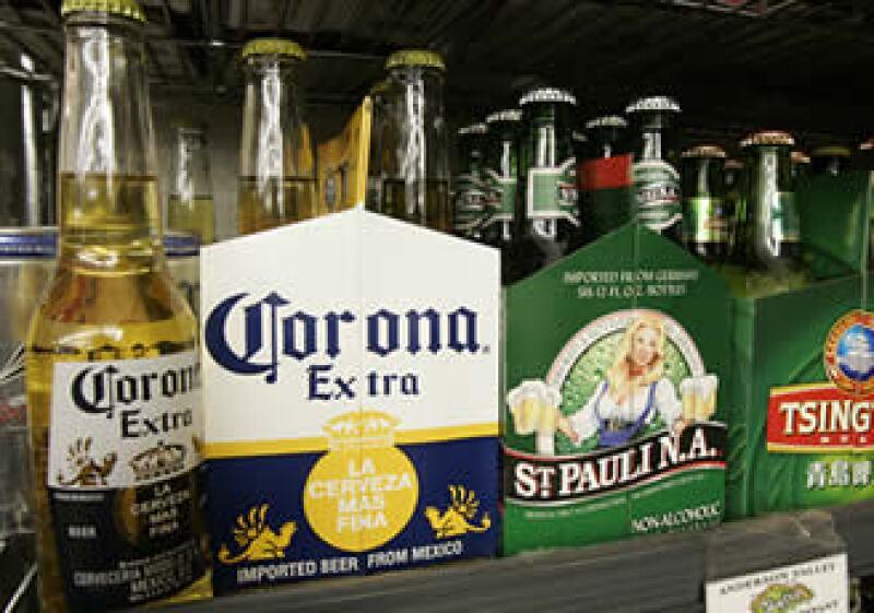 La cervecera se enfrenta a un panorama complicado debido al incremento en el impuesto que grava sus productos. (Foto: AP)
