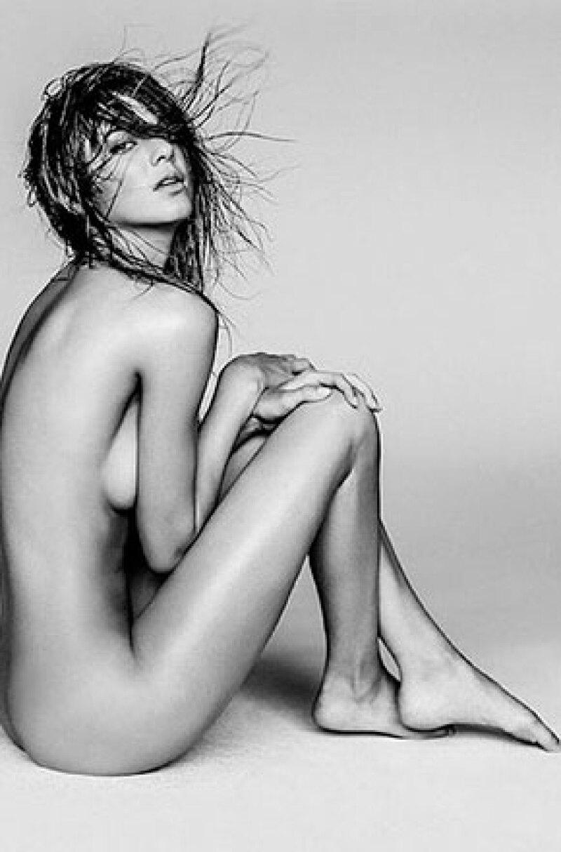 La media hermana de las Kardashian se despojó de la ropa bajo el lente del fotógrafo australiano Russell James.