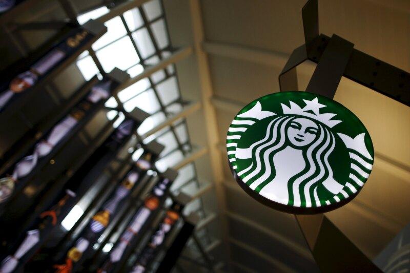 Alsea, que opera Starbucks en México, busca centros comerciales en ubicaciones de alto tránsito de personas.