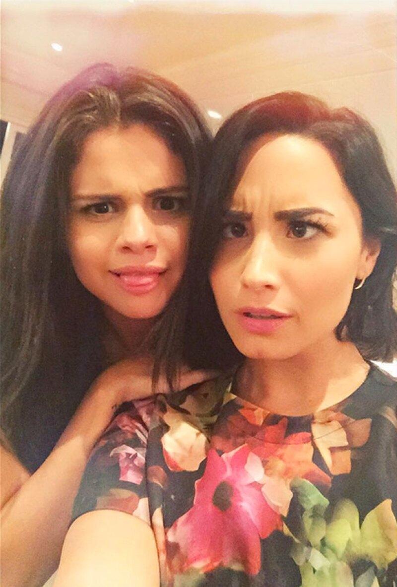 Con esta fotografía, se llegó a pensar que Demi y Selena eran BFF de nuevo.