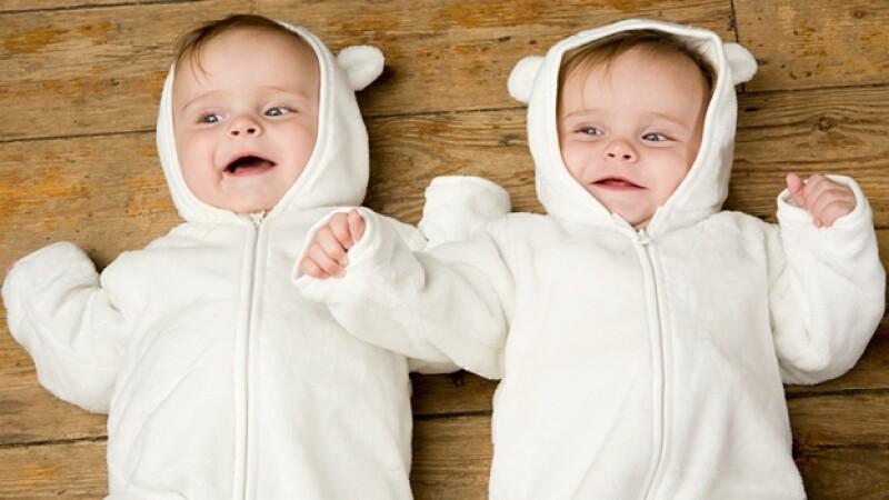 bebes gemelos recien nacido bebe