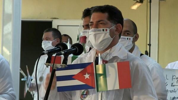 Cuba recibe como héroes a médicos que vuelven de misión en Italia