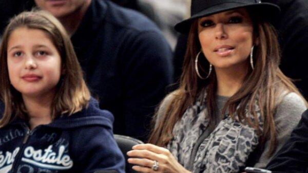 La actriz Eva Longoria asistió al partido entre los Knicks y los Spurs para apoyar a su esposo Tony Parker, jugador de los Spurs de San Antonio.