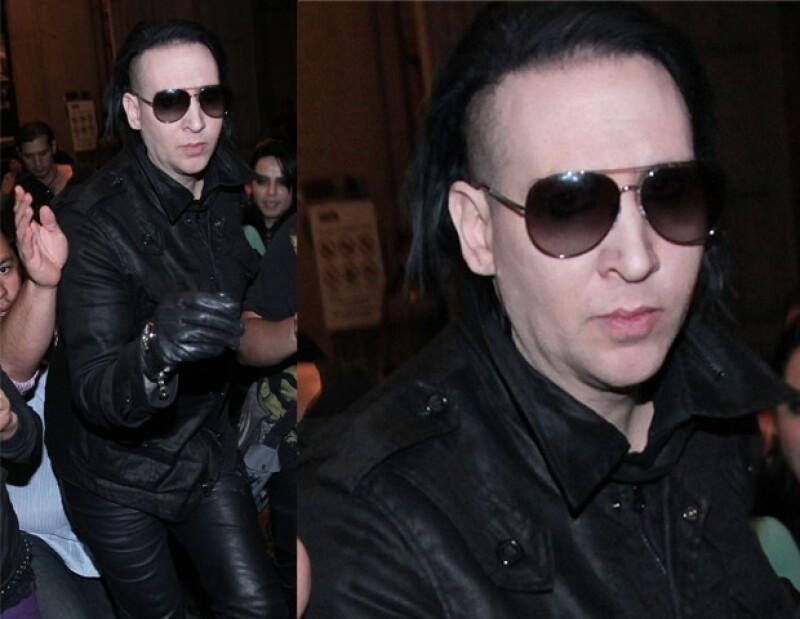 Aunque el look de Manson es muy estrafalario esta vez se mostró muy sencillo.