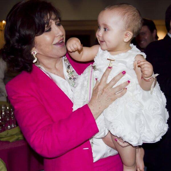 Abuela y nieta muy tiernas.